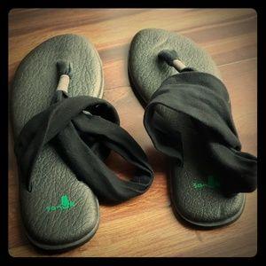 Black Sanuk Slink Yoga Mat Sandles